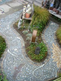 Mark Kretzmeier (MetaMosaics, Portland Oregon)  |  Pebble Mosaic Garden Pathway Overview.