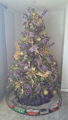 My Lakers tree :) | HOLiDAY iDEAS | Pinterest | Christmas tree ...