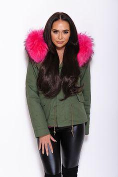 Pink Fur Collar Parka Winter Chic, Winter Gear, Winter Style, Army Green, Green Jacket, Fur Collars, Parka, Winter Jackets, Eye Contacts