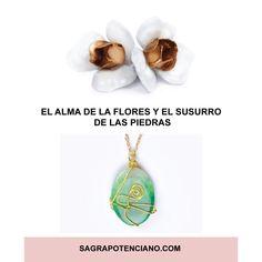 """Los pendientes Rosas del amor puro es un símbolo de la inocencia, pureza y humildad. Forma parte de la colección """"Blooming"""".  Flores realizadas a mano y de forma artesanal con botellas de plástico PET reciclado.  El colgante de la fertilidad se asocia con la salud reproductora, la fuerza, valor y equilibrio. Pertenece a la colección """"El susurro de las piedras"""".  Piedra Ágata verde con símbolo capullo de rosa dorado. Realizado de forma artesanal y sostenible. Drop Earrings, Jewelry, Fashion, Agate Stone, Golden Roses, Green Agate, Whisper, Fertility, Humility"""