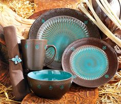 Brown and turquoise plate set