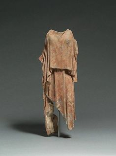 Terracotta figure of a woman, Greek classical period, mid-5th century B.C. – terracotta, 45 cm
