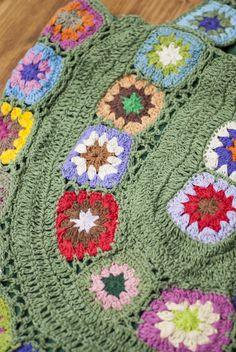 お花刺繍のショルダーバッグ グリーン(ジッパータイプ)の写真2