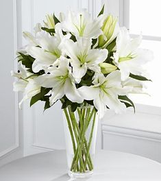 #Lilies are very beautiful and perfect flowers for nearly any occasion.  Use this flowers arrangement to complete the look of your #baby #shower desert, food or gifts table!