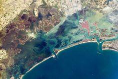 Martedì 3 giugno 2014 - Il Post Venezia, Italia Una veduta di Venezia, dalla Stazione Spaziale Internazionale. La fotografia è stata scattata il 9 maggio scorso ed è statada poco diffusadalla NASA.