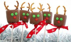 These Reindeer Marshmallow Pops are so easy to make… plus they make the perfect gift for teachers and friends!