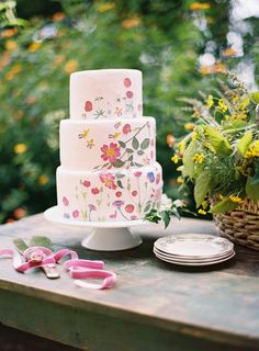 gorgeous floral cake   Ali Harper #wedding