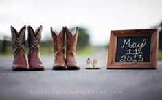 54 Ideas For Baby Announcement Pictures Announce Pregnancy Boots Hoe zorgt de pasgeboren Country Baby Announcement, Pregnancy Announcement Photos, New Baby Announcements, Announcement Cards, Erwarten Baby, Baby Gender, Cowboy Baby, Maternity Pictures, Baby Pictures