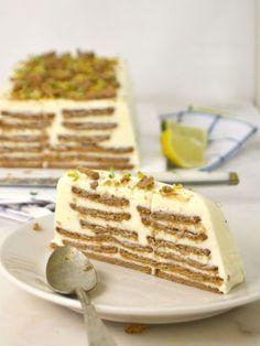 Cold cake with condensed milk, lemon and cookies cake pops cake cake desserts desserts dulces en vaso faciles gourmet navidad Sweet Desserts, Sweet Recipes, Gourmet Desserts, Plated Desserts, Mexican Food Recipes, Dessert Recipes, Condensed Milk Cake, Cold Cake, Brunch