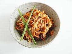 Asian Quinoa Bowl. Easy Vegetarian Recipe on www.thetastyfork.com