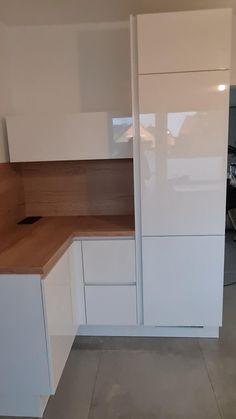 Kitchen Pantry Design, Modern Kitchen Design, Kitchen Layout, Home Decor Kitchen, Interior Design Kitchen, Home Room Design, Dining Room Design, White Glossy Kitchen, Classic Kitchen Cabinets