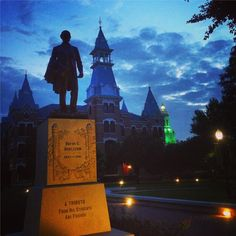 Gorgeous scene of Burleson Quad at dusk! Via @bayloruniversity on Instagram