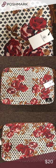 VOLCOM Floral Laptop Sleeve BNWT laptop sleeve from VOLCOM. The interior is fuzzy and keeps your laptop safe. It fits a 13 inch laptop comfortably and could possibly fit a 15 inch laptop snuggly. I've included a ruler next to it for sizing purposes. Sold out online. Open to offers, please send them through the offer button :) Volcom Accessories Laptop Cases