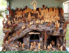 Historical Wooden Nativity Scenes Exhibition in Prague...wow!  Bet this took longer than 15 minutes to set up!!