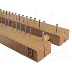 Tear Fixo  Tear Fixo com 52 pregos de aço de cada lado. Ideal para fios de todas as espessuras.  Tamanho: 58 x 8 cm.   O acabamento do tear pode variar do demosntrado na imagem    Fabricante:   Arte Nilos