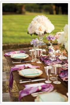 Simple. Wood, and color of wedding as napkins and decor cups.