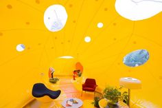 "Members of Spanish architecture studio Dosis have imagined ""Second Dome"", a great orange inflatable structure located in the heart of London. Home Decor Furniture, Kids Furniture, Structures Gonflables, Natural Landscaping, Journal Du Design, Pop Up Bar, Spanish Architecture, Giant Inflatable, Creative Workshop"