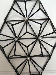 Ovikoriste Craft Stick Crafts, Diy And Crafts, Straw Sculpture, Plastic Bottle Crafts, Paper Beads, Geometric Art, Sculptures, Miniatures, Diy Projects