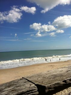 Vero Beach is between Melbourne and Palm Beach on Florida's Atlantic coast. It has a retro feel and gorgeous beaches without the hectic crowds. Beach Relax, Beach Walk, Beach Trip, Vero Beach Florida, Palm Beach, Beach Items, I Want To Travel, Coastal Living, Places Ive Been