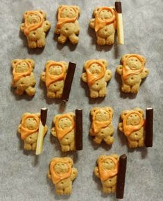 Star Wars party: Ewoks (Teddy Grahams with orange candy melts for their hoods and Pocky pieces for the staffs) Star Wars Themed Food, Star Wars Party, Ewok, Chewbacca, Cookies Star, Food Themes, Food Decorations, Gingerbread Cookies, Gingerbread Houses