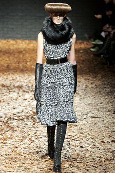 Alexander McQueen.  Love the dress. The hair, not so much.