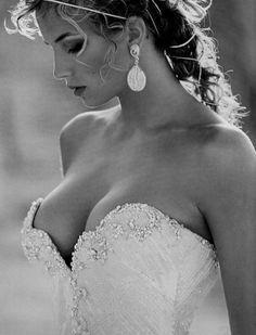 10 Micos a Evitar em Casamentos. https://donaelegancia.wordpress.com/2016/11/12/10-micos-a-evitar-em-casamentos/