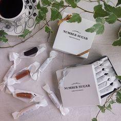 一個108円!ナンバーシュガーはお洒落で安くてギフトに最適 | marry[マリー] Package Design, Decoration, Candies, Caramel, Numbers, Wraps, Gift Wrapping, Packaging, Place Card Holders