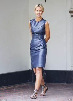 Victoria looked stylish in het leather dress