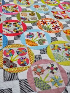 Welcome to my little corner of this amazing world of quilts, textiles, art and crafting of all sorts. Many years ago Sue Spargo ( che. Circle Quilts, Hexagon Quilt, Quilt Blocks, Sampler Quilts, Scrappy Quilts, Electric Quilt, Wedding Ring Quilt, Quilt Modernen, Traditional Quilts
