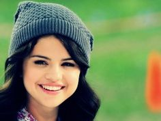 Selena Gomez 2013 Lovely (click to view)