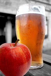 With so much talk about brewing beer, cider is something else to try! Making hard cider is even easier than homebrewing. Here's how to make hard cider at home with a hard cider recipe included! Beer Brewing Kits, Brewing Recipes, Homebrew Recipes, Beer Recipes, Alcohol Recipes, Coffee Recipes, Make Beer At Home, How To Make Beer, Making Wine At Home