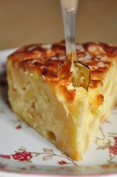 "Gâteau ""Madeleine"" aux Pommes [""Madeleine"" cake with apples] French Desserts, Apple Desserts, No Cook Desserts, Apple Recipes, Just Desserts, Sweet Recipes, Delicious Desserts, Cake Recipes, Dessert Recipes"