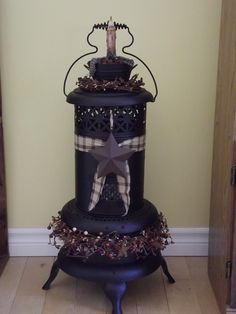 Painted and decorated this old heater into a light. My new favourite item that… Primitive Living Room, Primitive Furniture, Primitive Crafts, Repurposed Furniture, Primitive Patterns, Primitive Fall, Prim Decor, Rustic Decor, Farmhouse Decor