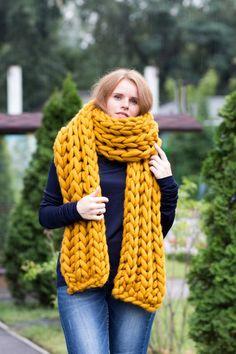 Super chunky XXL merinoschal. HANDGESTRICKTER unisex Schal für eine stilvolle und außergewöhnlichen Menschen entwickelt. Wolle Schal ist aus luxuriösem Merinogarn aus eigener Produktion gefertigt. Dieser Schal ist sehr dick, warm, weich, anschmiegsam und seidig anfühlen. Farbe - Chunky Knit Scarves, Big Knits, Sleeping Bag, Fall Winter, Autumn, Unisex, Mens Fashion, Etsy, Wool