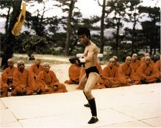 Bruce Lee - Enter the Dragon Bruce Lee Art, Bruce Lee Photos, Bolo Yeung, Perfect Physique, Enter The Dragon, Martial Artists, Tough Guy, Jackie Chan, King Of Kings