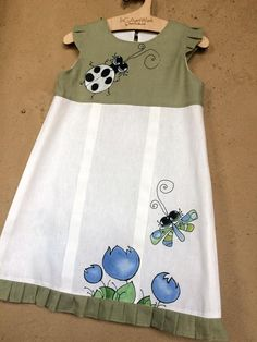 Toddler white green linen clothes summer outfit with painted flowers Linen baby clothes of vintage style Size 41 104 cm clothes green li Vintage Girls Dresses, Little Girl Dresses, Kid Dresses, Casual Dresses, Summer Dresses, Toddler Dress, Baby Dress, Trendy Baby Girl Clothes, Wedding Dresses For Kids