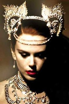 Nicole Kidman's jewelry ensemble for Moulin Rouge.