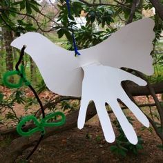 This is a sweet dove with a child's hand prints for wings! A great reinforcement craft for peace and love! Or, Noah's Ark craft! So many possibilities with this one!