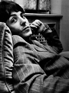 8/∞ pictures of Paul McCartney that make me jump out of a window