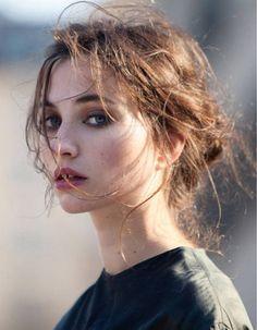 Coiffure cheveux attachés tendance hiver 2015 - Cheveux attachés : 30 idées de coiffures chics ou décontractées - Elle Plus