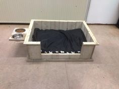 steigerhout hondenmand inclusief eet en drinkbak