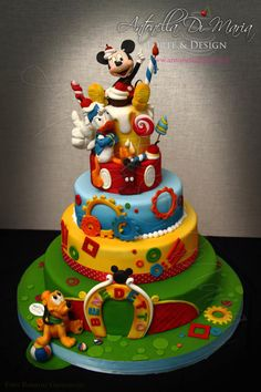 Mickey and friends - cake by Antonella Di Maria - CakesDecor Friends Birthday Cake, Boys 1st Birthday Cake, Mickey Mouse Birthday Invitations, Mickey Mouse Clubhouse Birthday Party, Friends Cake, Mickey Birthday, Mickey And Friends, Pastel Mickey, Mickey And Minnie Cake