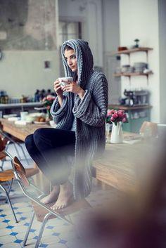 Most current Screen Crochet poncho blue Popular Kostenlose Anleitung: One-Size-Kurzmantel – Initiative Handarbeit Crochet Pullover Pattern, Poncho Knitting Patterns, Diy Crochet And Knitting, Knitted Poncho, Crochet Clothes, Crochet Patterns, Diy Mode, Crochet Hair Styles, Pulls