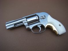 Smith & Wesson Model 36 / 38 - Internet Movie Firearms Database - Guns in Movies, TV and Video Games Smith And Wesson Revolvers, Smith Wesson, Weapons Guns, Guns And Ammo, Revolver Pistol, Lever Action Rifles, Custom Guns, Home Defense, Cool Guns