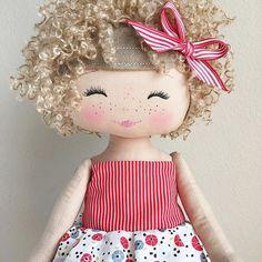 Because curls AND freckles!! ❤️ #spuncandydolls #fabricdoll #handmadedoll #keepsakedoll #availablesoon #comingsoon #curlyhair #socute #thecharlestoncollection#artgalleryfabrics