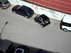 spanish woman is parking her SMART car Losing Faith In Humanity, Car Fails, Spanish Woman, Smart Car, Car Humor, Viral Videos, Youtube, Cannes, Entertainment