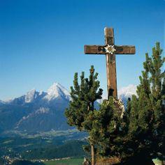 Die Wanderung von der Wallfahrtskirche Maria Gern zur Kneifelspitze verlockt mit…