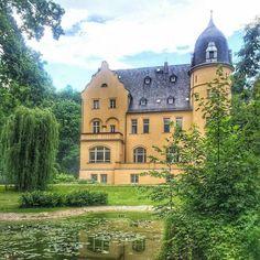 28 Gründe, warum du niemals nach Gera fahren solltest Villa, Mansions, House Styles, Instagram, Gera, Weimar, Sundial, Wine Festival, Manor Houses