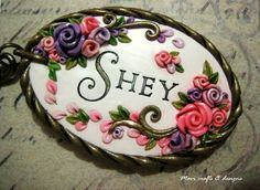 oval polymer clay floral name-tag / key-chain Polymer Clay Projects, Polymer Clay Creations, Diy Clay, Polymer Clay Pendant, Polymer Clay Art, Polymer Clay Earrings, Clay Keychain, Polymer Clay Embroidery, Plaster Art