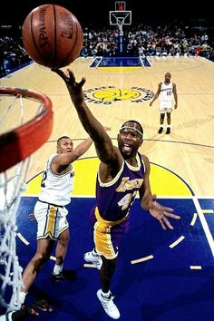 Pro Basketball, Basketball Pictures, Basketball Legends, Sports Pictures, Basketball Players, Los Angeles Lakers, James Worthy, Jersey Adidas, Devin Booker